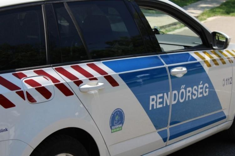 Felborult egy autó Berettyóújfalu közelében