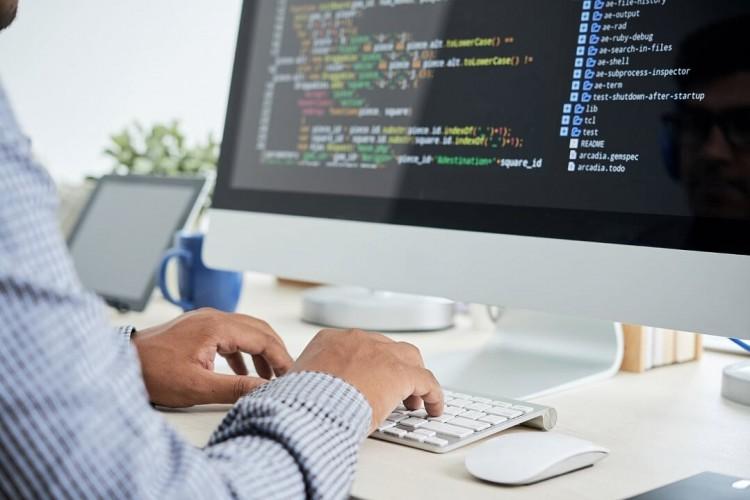 Informatikai laborfejlesztés a Debreceni Egyetemen