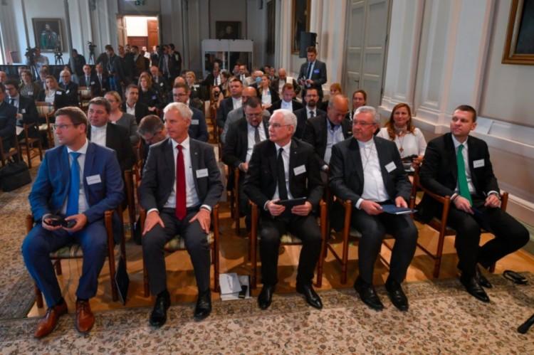 A kormány erős emberei Debrecenben védik a kereszténységet
