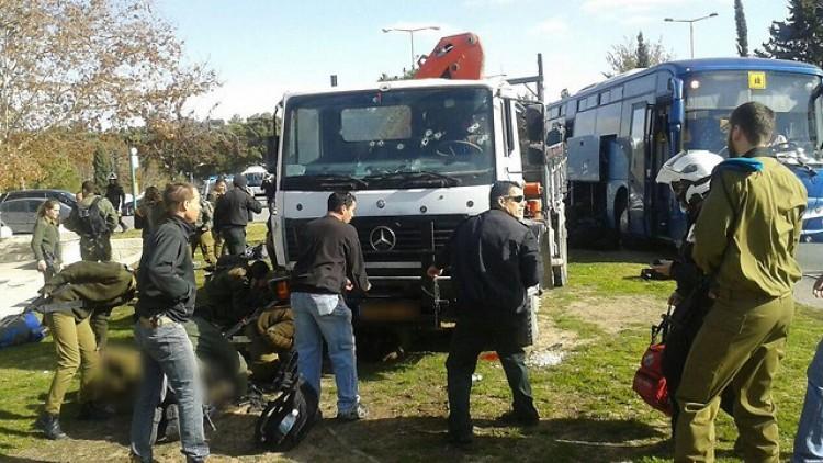 Katonák közé hajtott egy teherautó Jeruzsálemben vasárnap