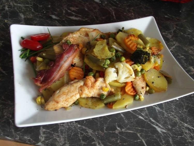Recept: tepsis, zöldséges csirkemell