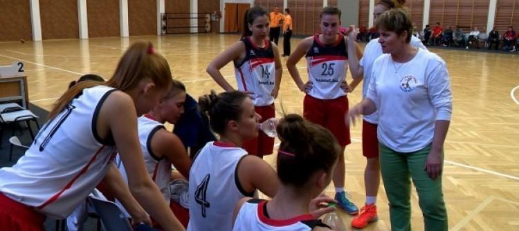 Kemény felkészülés előtt a női kosarasok