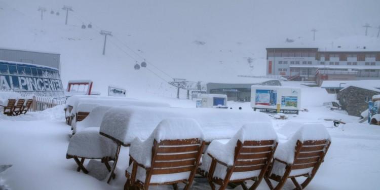 A hegyekben már havazik!