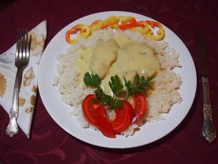 Recept: csirkemell fűszeres besamel mártásban
