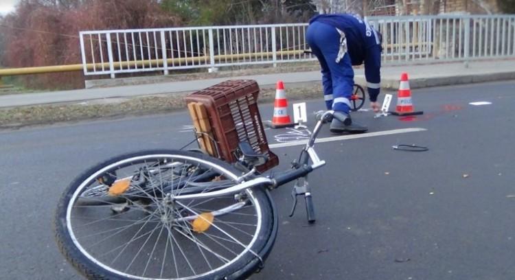 Nagyot hibázott a biciklis. Elgázolták!