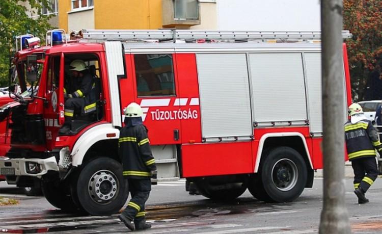 Tuzséri házhoz riasztották a tűzoltókat