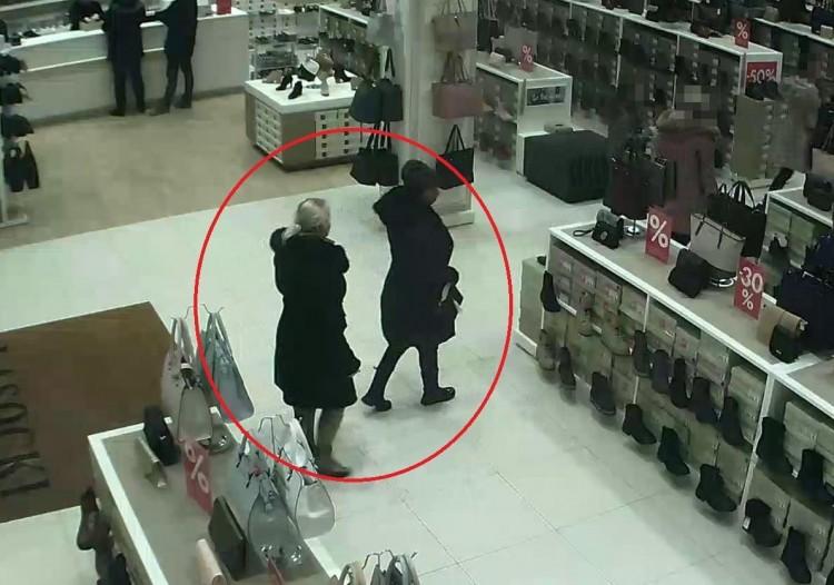 Nyíregyházi cipőboltból loptak. Felismeri őket?