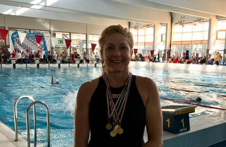 Öt arannyal tért haza a nyíregyházi úszónő