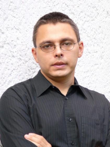 Híres írót, műfordítót ültetnek a művészasztalhoz Nyíregyházán