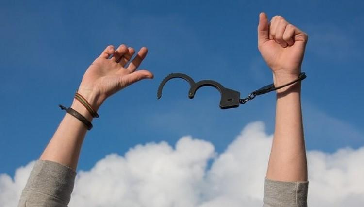 Mentelmi jog. Több bűnözőt is kiengedtek Szabolcsban