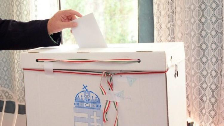 Aki bújt bújt, úton van kétszázezer szavazólap!