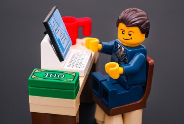 Rohamléptekben gazdagodik a Lego Nyíregyházán