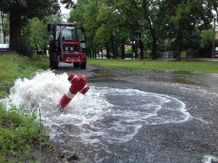 Ennyi vizet még nem látott ez a nyíregyházi utca