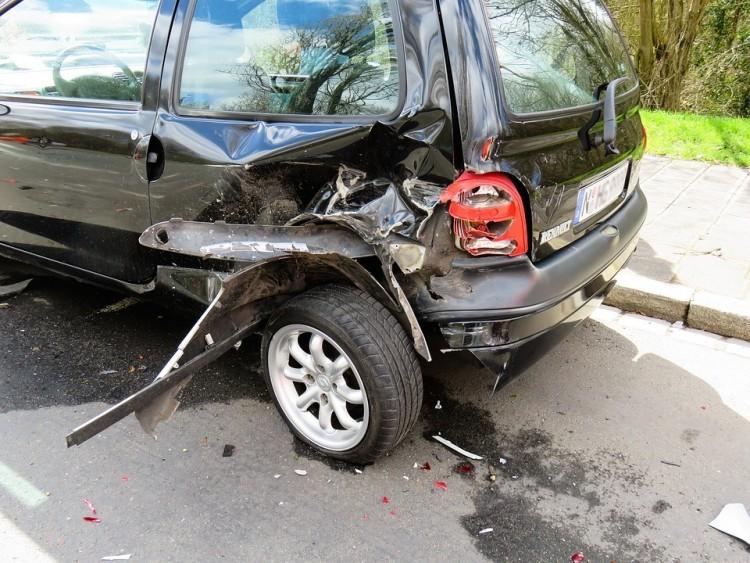 Ezért törte össze riválisa kocsiját