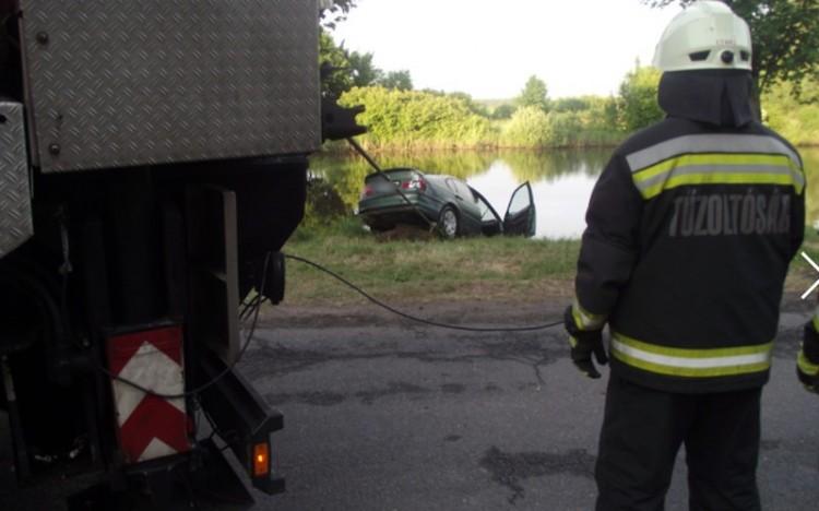 Tóba hajtott egy autó Szabolcsban