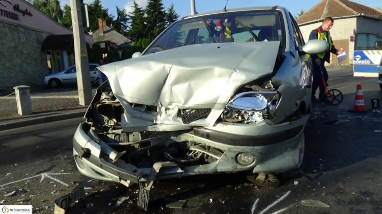 Frontális baleset történt Nyíregyházán