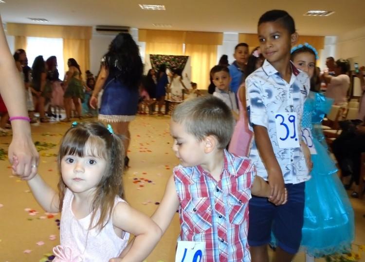 Eldőlt, kik a legszebb roma gyerekek Szabolcsban