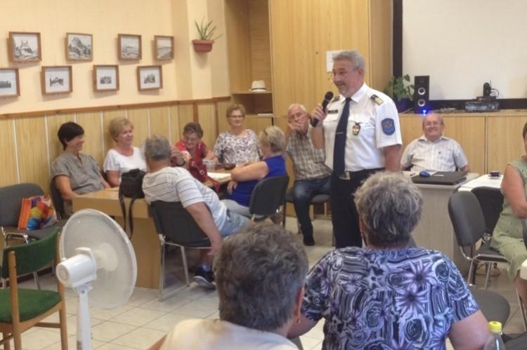Felnyitották a nyíregyházi nyugdíjasok szemét
