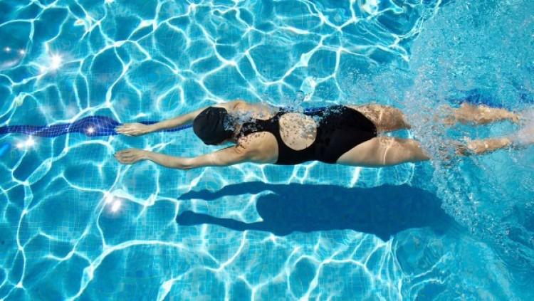 A strandok bezártak, de lehet még nagyokat úszni Nyíregyházán