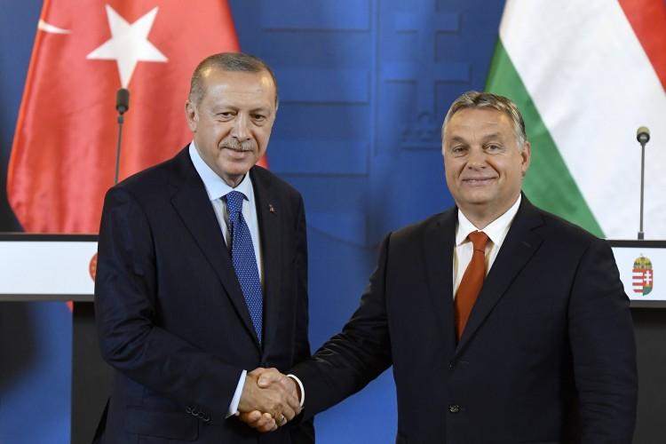 A külügy fideszes erős embere szerint Erdoğan rendszere a demokrácia sikere