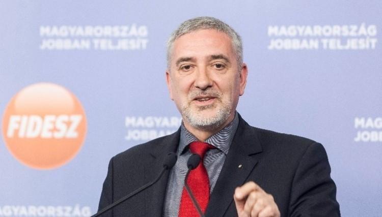 Halász János: Gyurcsányék elvették az egy- és kétgyerekesek adókedvezményét