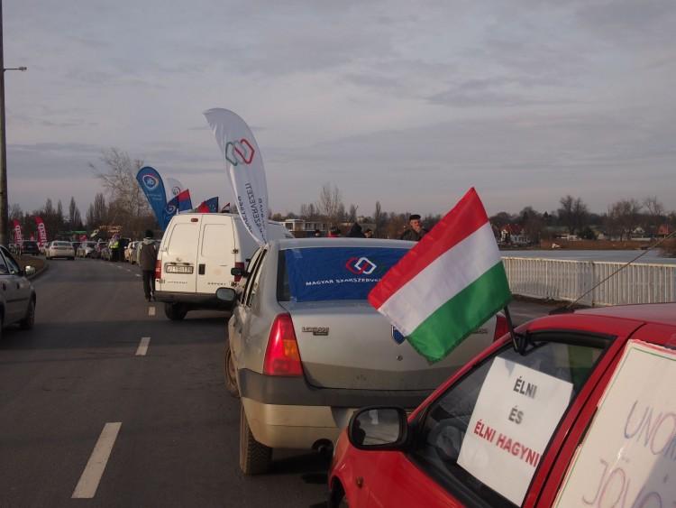 Nyíregyházán is utcára vonultak a szakszervezetek