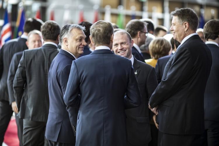 Orbán szerint már le van pacsizva