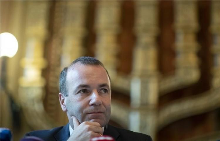 A Fidesznek be kell szüntetnie a Brüsszel-ellenes kampányt, mondja Weber