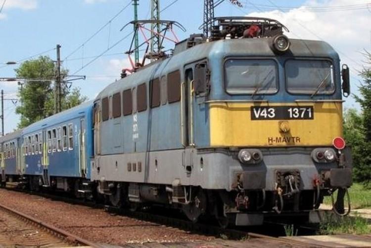 Késések a bozóttűz miatt a MÁV vonalán