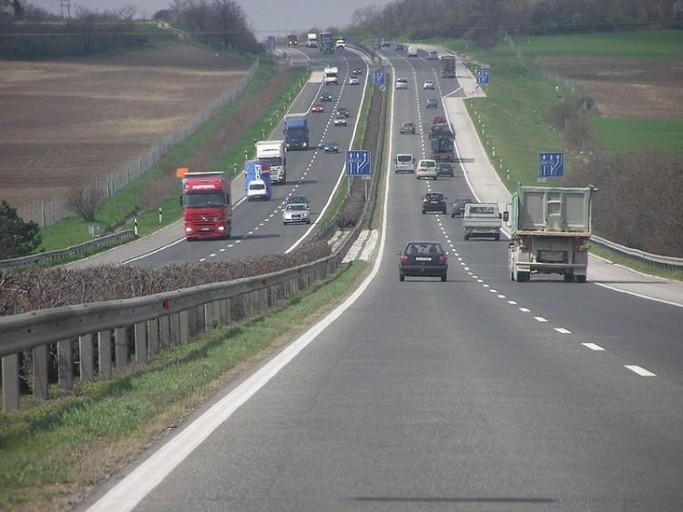 Hat autó ütközött az M3-ason