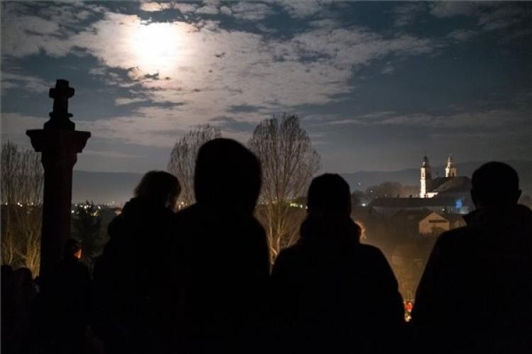 A keresztúton imádkoztak Csíksomlyón