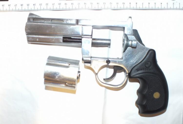 Lövöldözés egy nyíregyházi társasházban