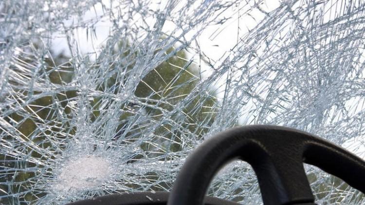 Árokba csapódott egy autó a 4-es főúton