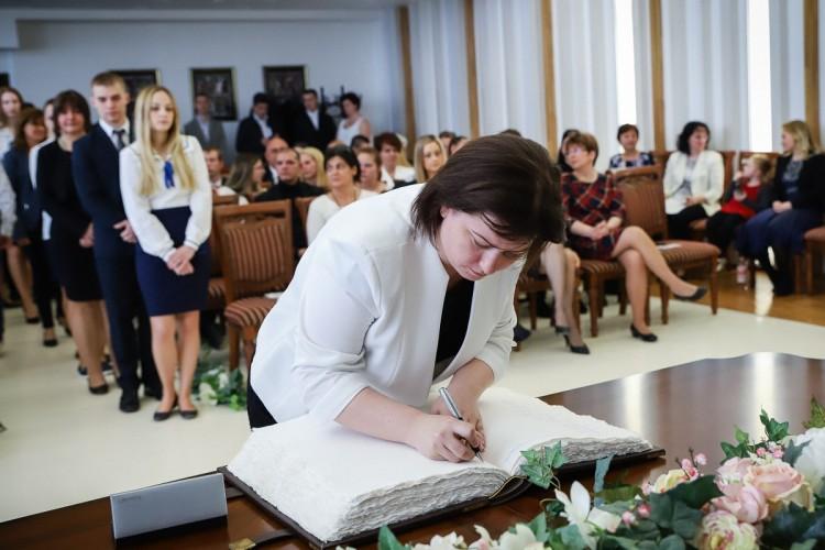 A kisvárdai diákok beírták magukat az Aranykönyvbe