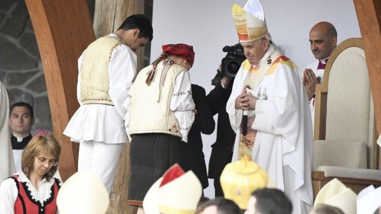 A pápa bocsánatot kért a romáktól