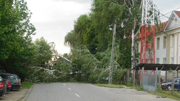 Nagyon durva képek a viharról, Nyírbátorból