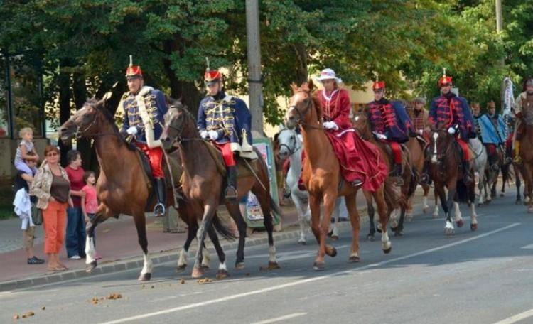 Ötven lovas vonul végig Nyíregyházán