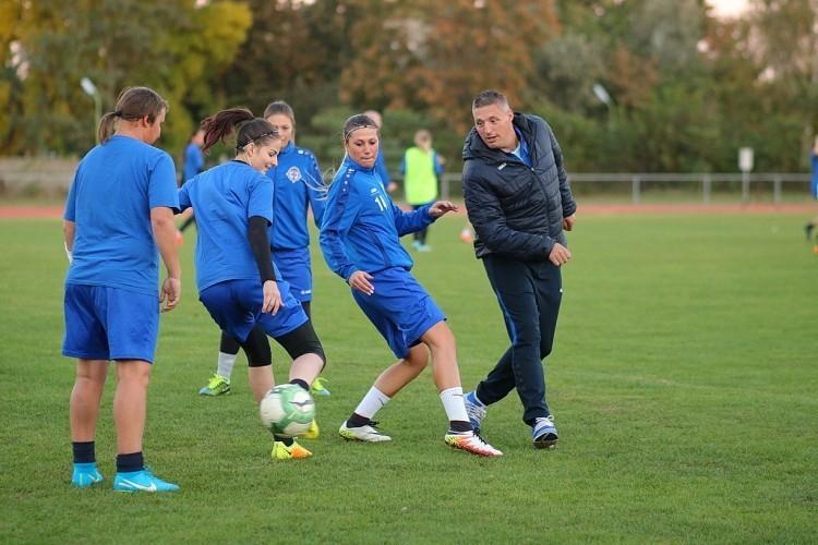 Búcsúzik a mester a nyíregyházi női focistáktól