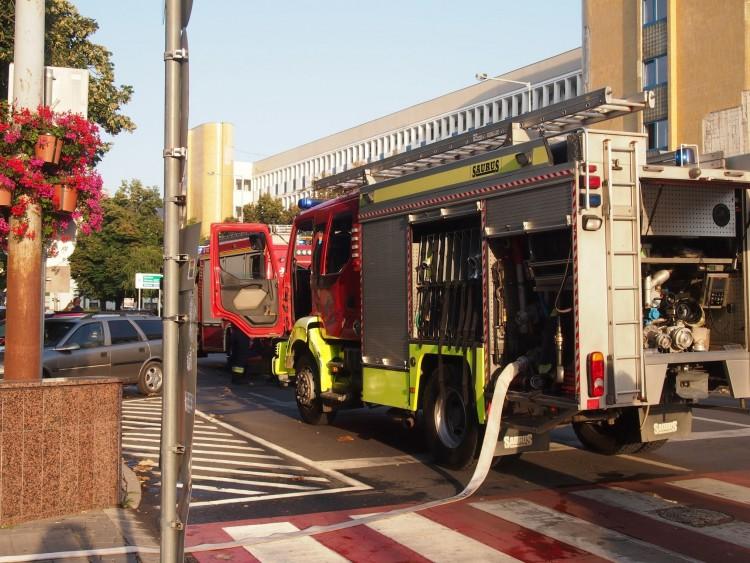 Tűzoltók, rendőrautók lepték el Nyíregyháza belvárosát