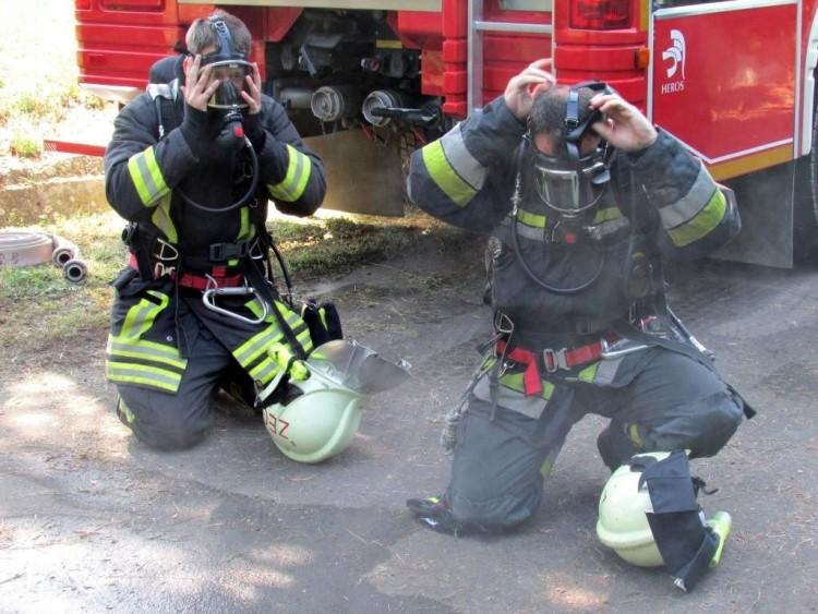 Motorra, autókra terjedtek át a lángok Nyíregyházán