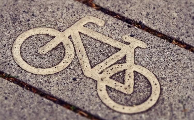 Súlyos sérültje is lett a kerékpáros karambolnak Nyíregyházán