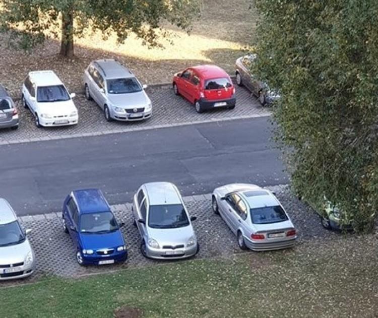 Így tényleg nincs elég parkoló Nyíregyházán