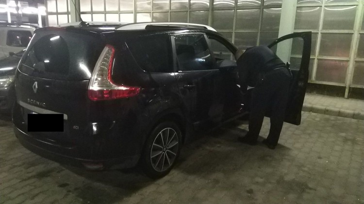 Körözött autó bukott el Csengersimánál