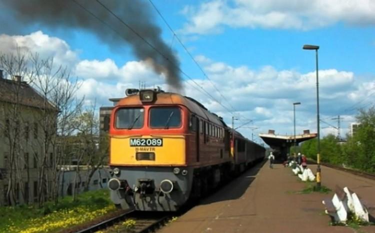 Kigyulladt a Debrecenbe tartó vonat mozdonya