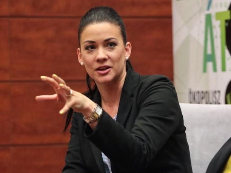 Milliós pénzbüntetéssel sújtaná az ügyészség Demeter Mártát