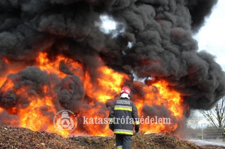 Hatalmas tűz volt Baktalórántházán