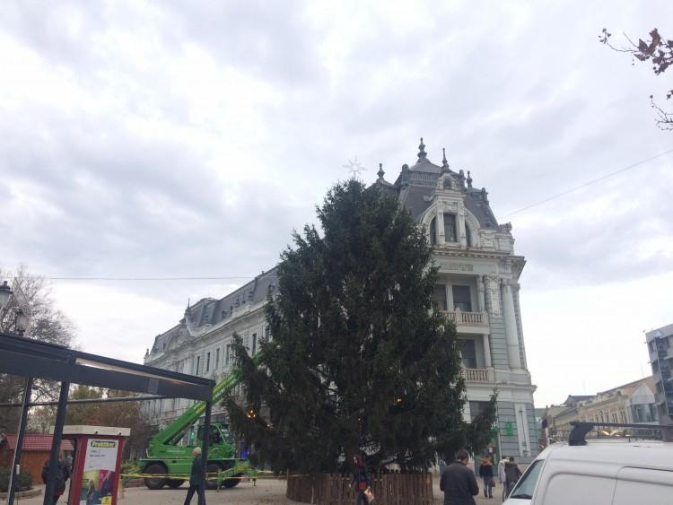 Karácsonyi díszbe öltözik a belváros Nyíregyházán