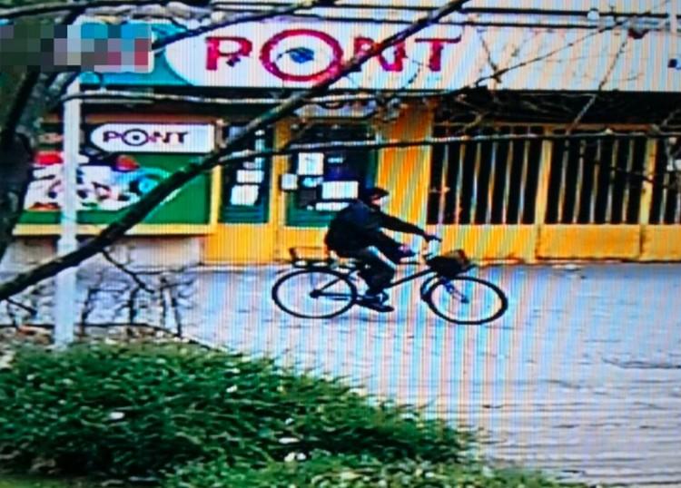 Ez a biciklis gázolt Nyíregyházán, keresik a rendőrök