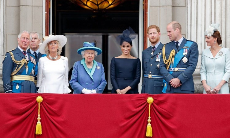 Bombát robbantott Harry herceg a királyi családban