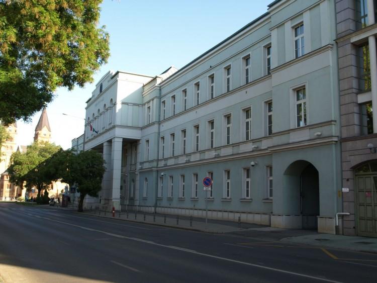Téglával ütötte a kislány fejét Tiszavasváriban